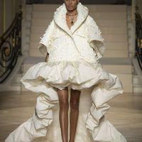 Levelek az előkelő ruhaköltemények világából
