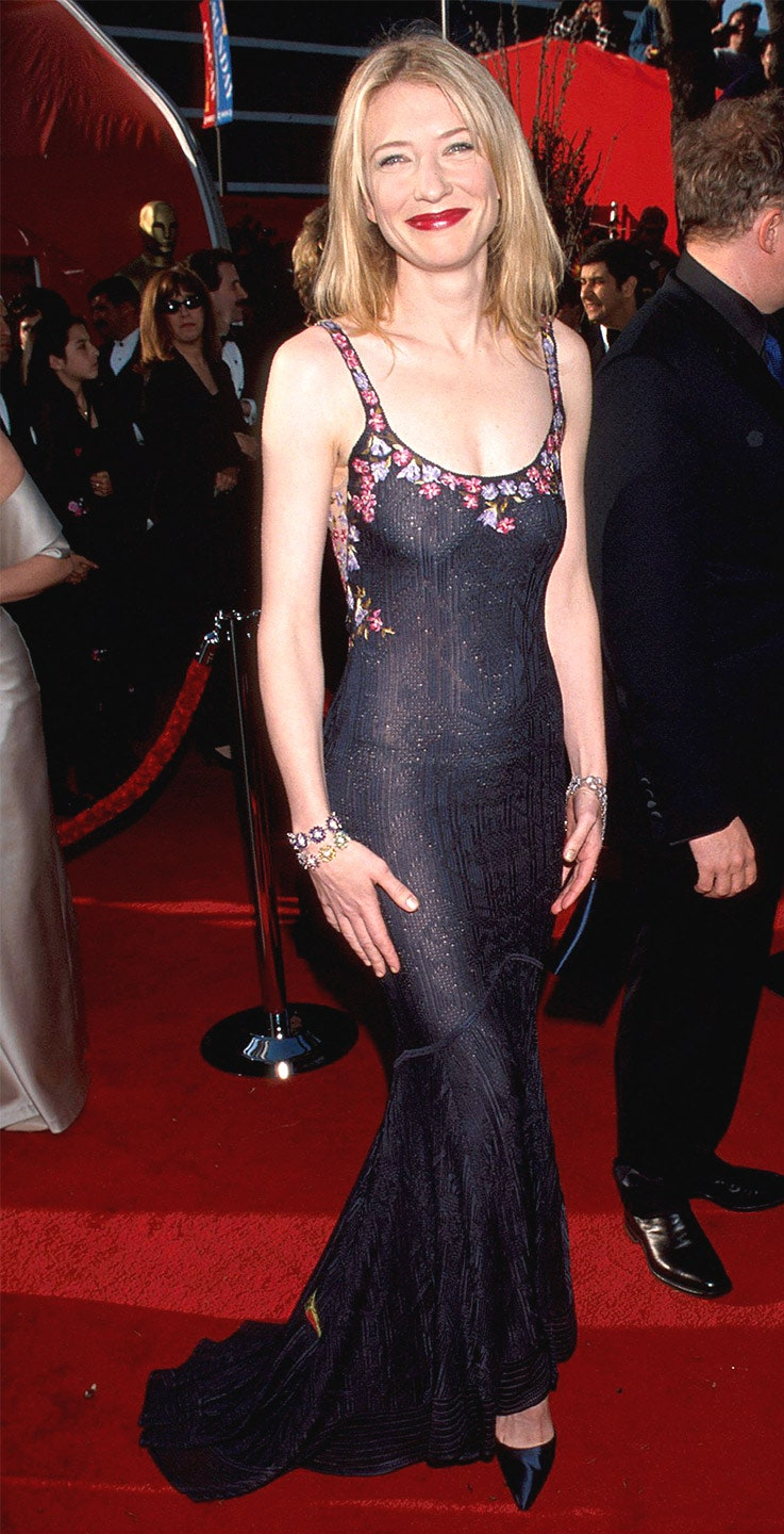 1_for_her_first_oscars_and_first_nomination_for_best_actress_for_her_role_as_queen_elizabeth_i_in_elizabeth_blanchett_wore_a_gown_by_john_galliano_1999.jpg