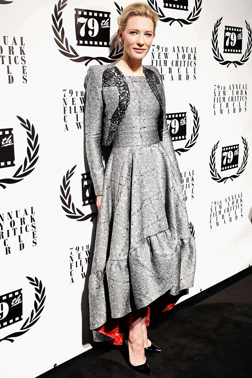 27_cate_blanchett_thrilled_fashion_critics_in_the_sculptural_antonio_berardi_dress_with_bold_red_lining_she_wore_to_the_2014_new_york_film_critics_awards.jpg