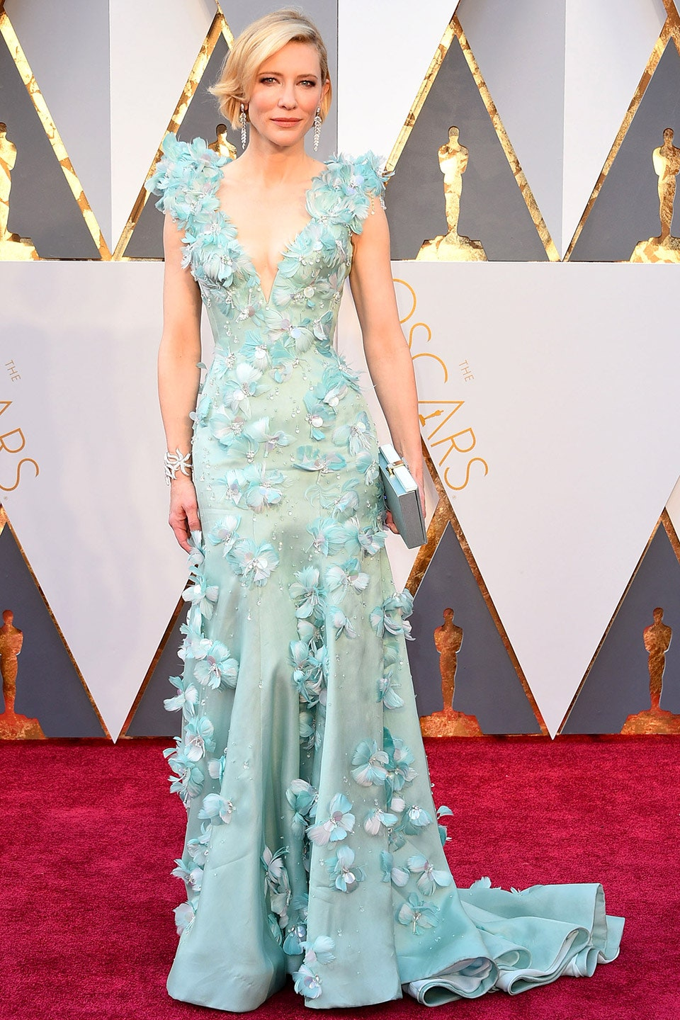39_she_may_not_have_won_the_oscar_that_night_but_blanchett_had_one_of_the_best_looks_on_the_red_carpet_with_her_floral-embellished_armani_prive_gown_oscars_2016.jpg