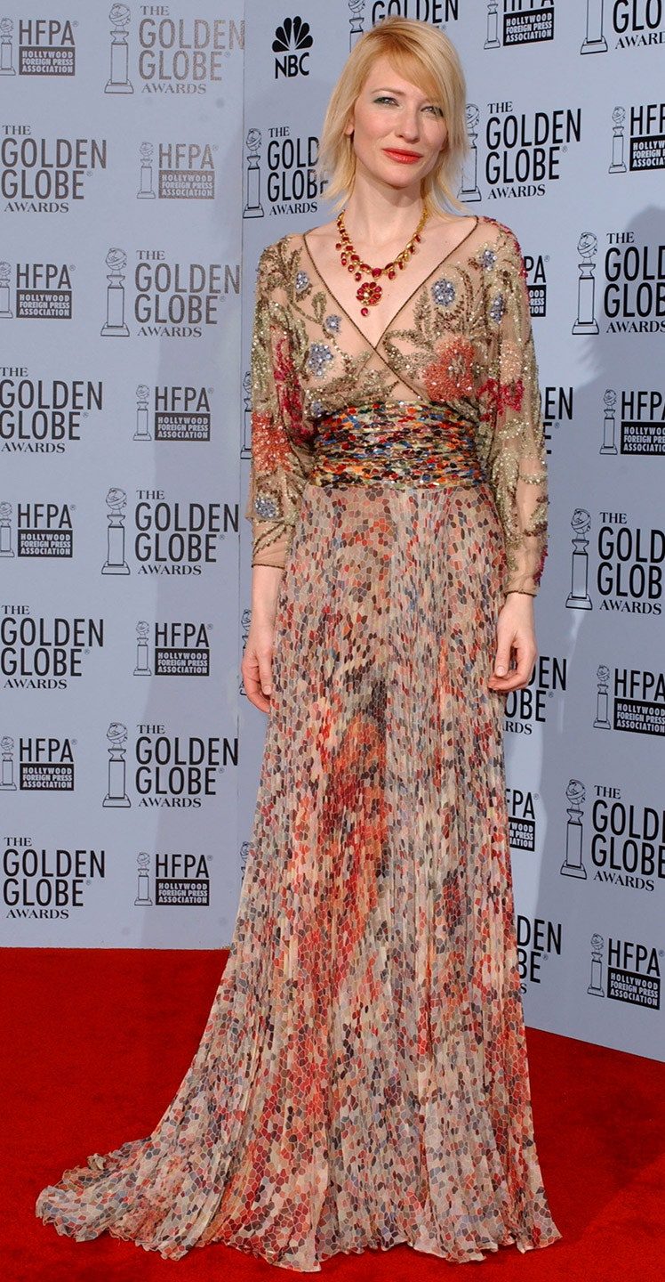 3_wearing_a_flowing_floral_gown_from_valentino_s_spring_2003_collection_for_the_golden_globes_golden_globes_2003.jpg
