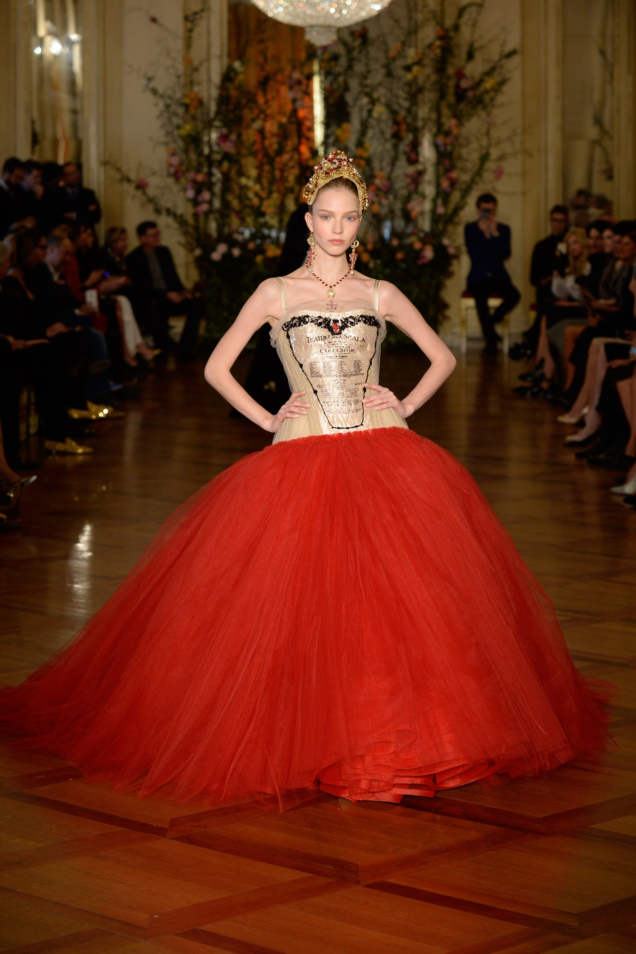 4-dolce-and-gabbana-alta-moda-show-at-milans-teatro-alla-scala---credit-dolce-and-gabbana.jpg