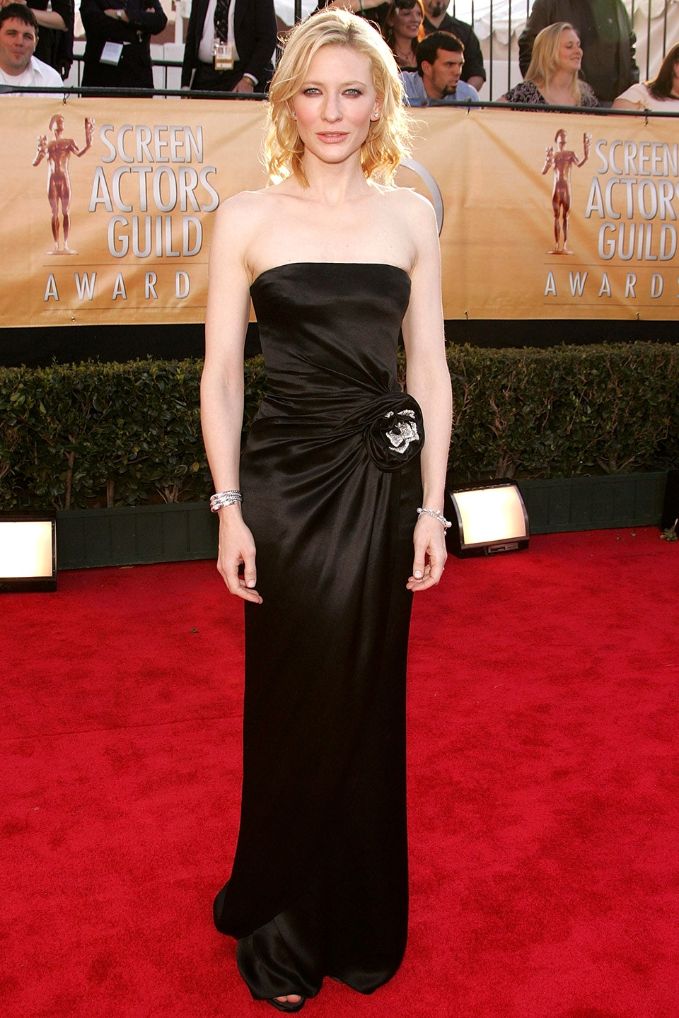 4_she_looked_statuesque_in_a_minimalist_black_gown_at_the_2005_sag_awards_i_wore_a_really_tight_dress_that_s_very_ungracious_walking_up_those_stairs_she_said_as_she_accepted_the_best-supporting-actress_award.jpg