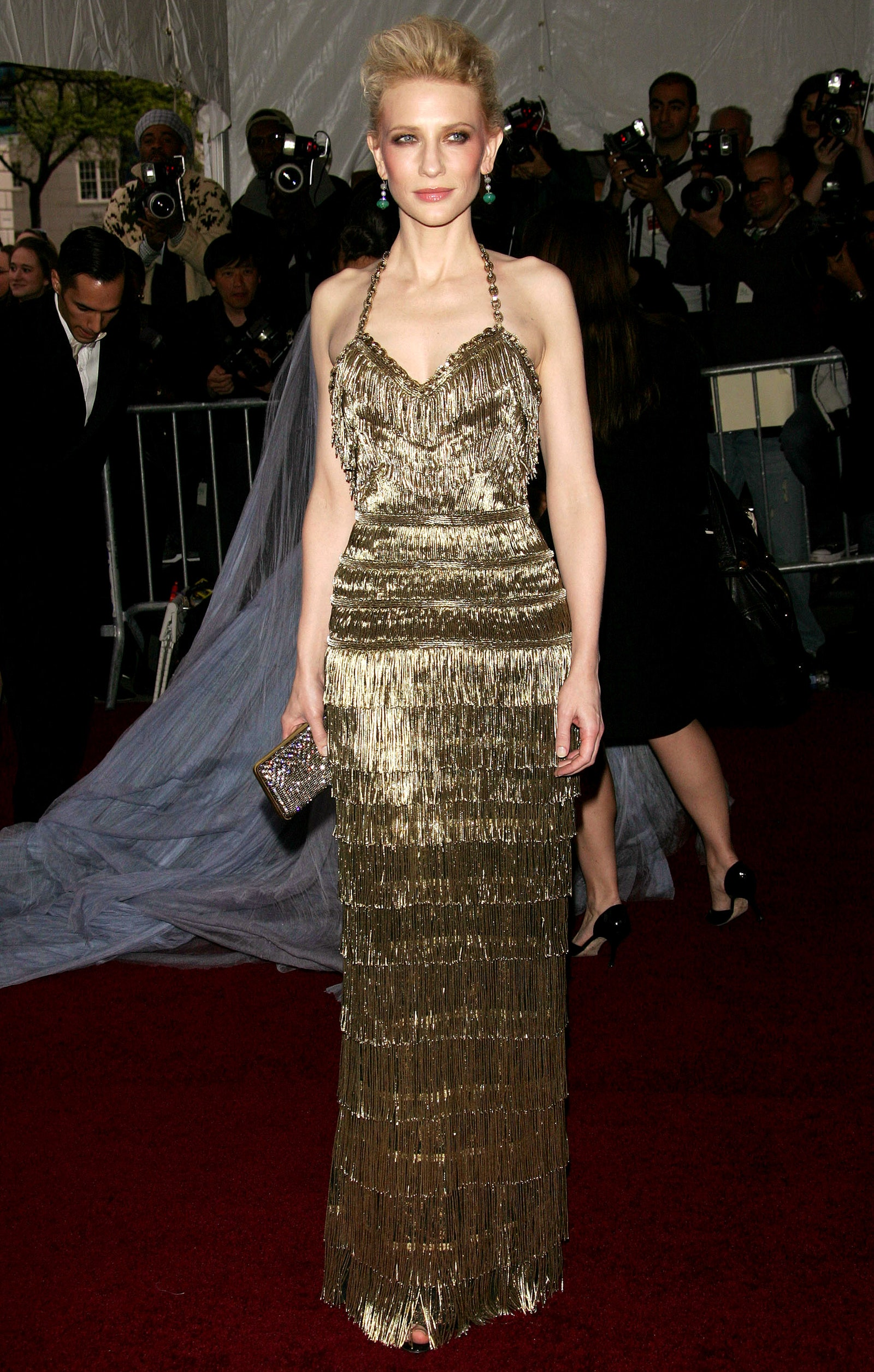 9_at_the_2007_met_gala_the_theme_honored_glamorous_french_couturier_paul_poiret_and_she_chose_a_glittering_balenciaga_gown_for_the_occasion.jpg