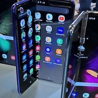 Szeptemberben már tényleg jönnek az összehajtható mobilok