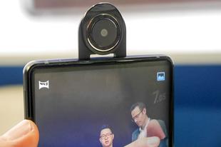 Itt a világ első forgatható kamerás mobilja!