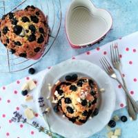 Áfonyás-levendulás-fehércsokis tortácskák
