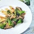 Fűszeres csirkemell mézes-szójaszószos shiitake gombával és brokkolival