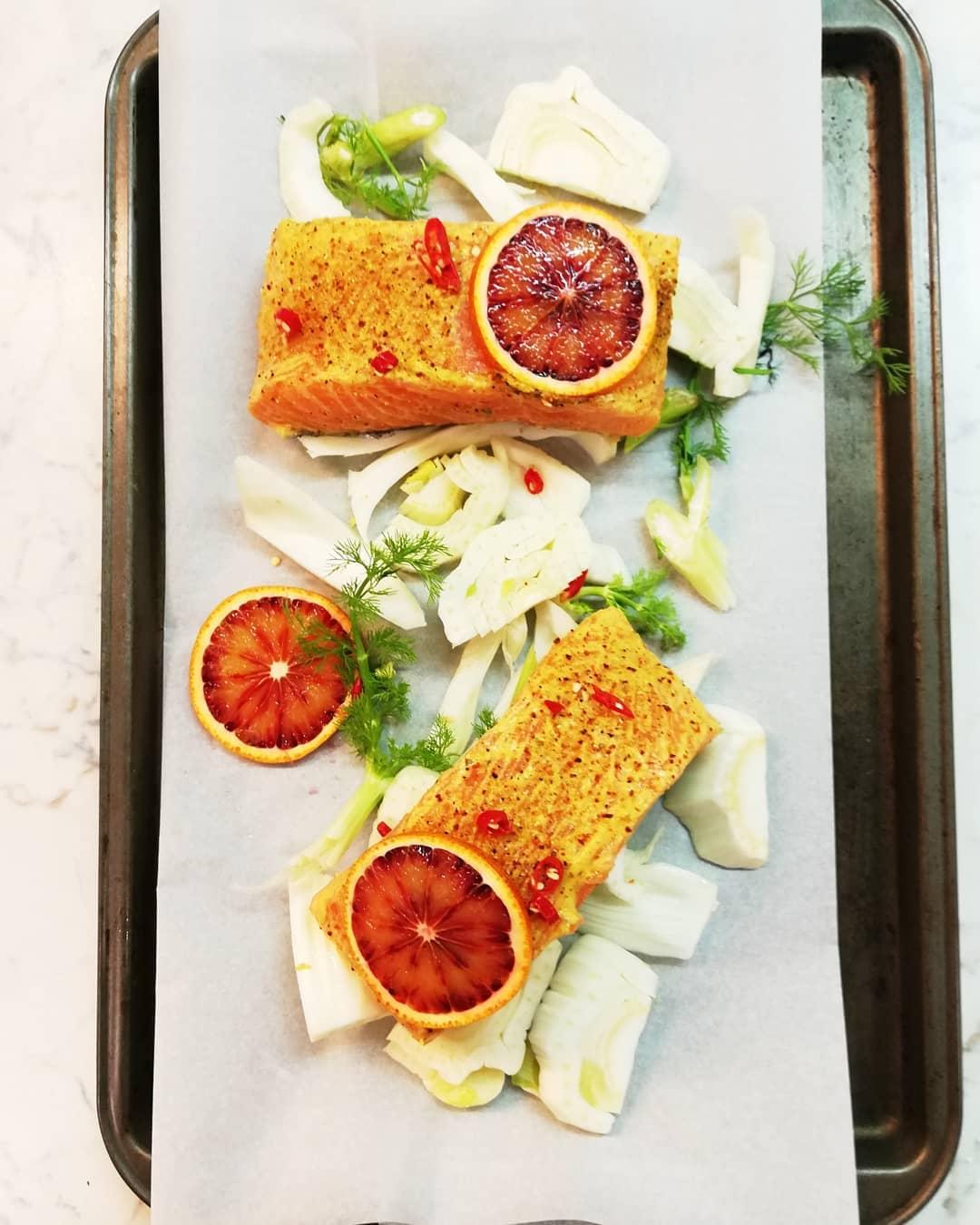 Vérnarancsos, édesköményes lazac Forrás: @chef_titi