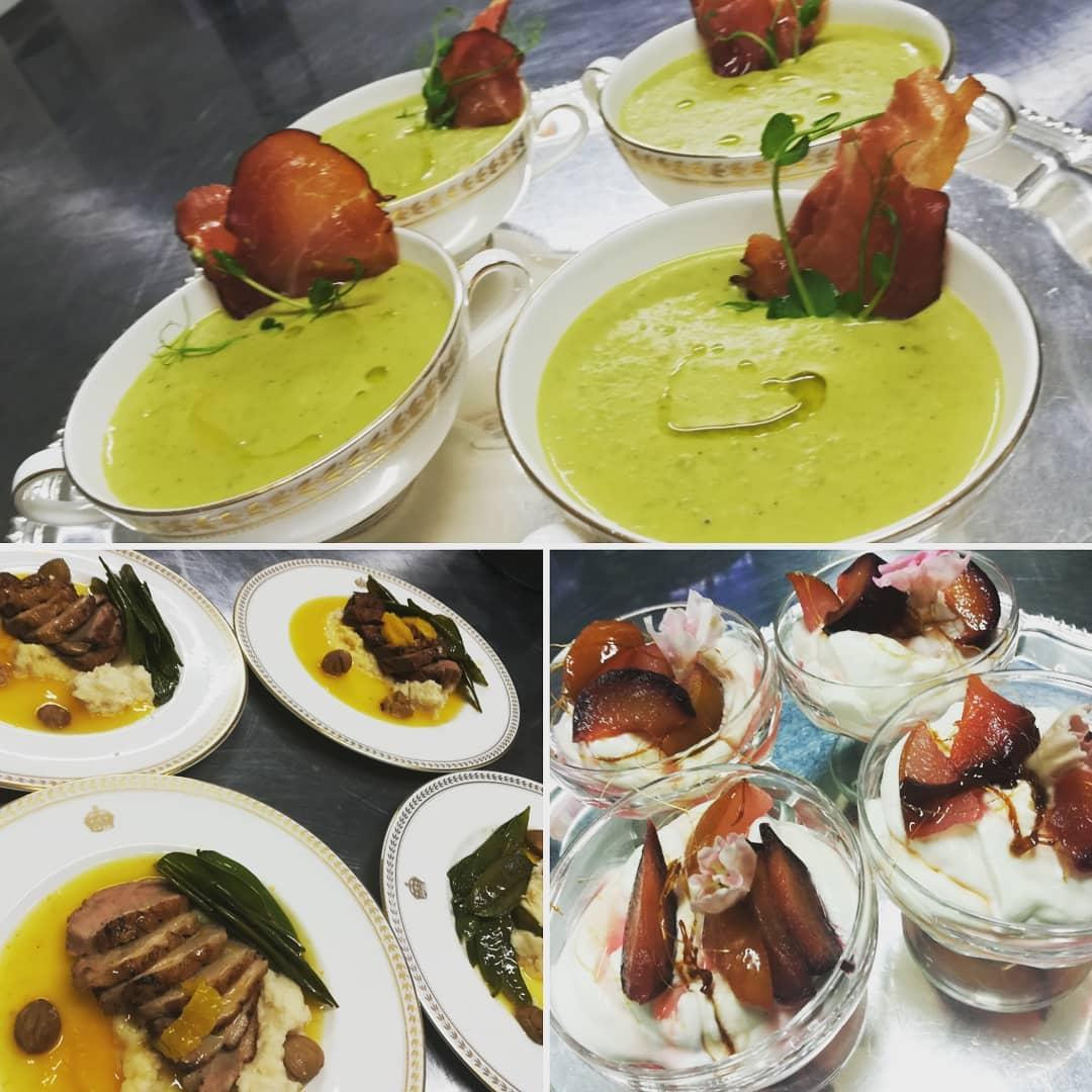 Zöldborsőkrémleves sonkachipsszel, rose kacsamell paszternákpürével s narancs szósszal, fűszeres szilvás syllabub Forrás: @chef_titi
