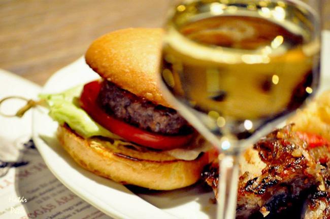 ES_Bisztro_hamburger.jpg