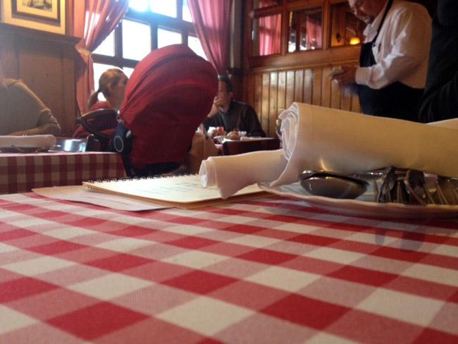 nancsineni_asztal.jpg