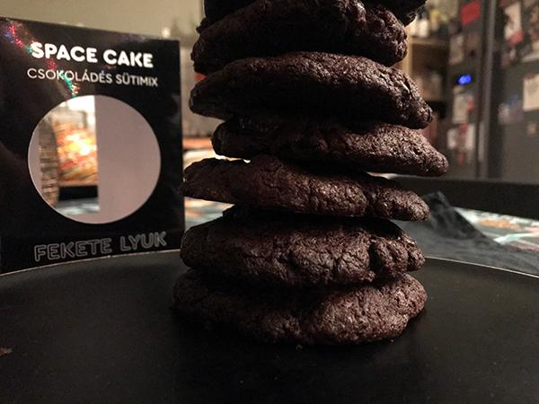 space-cake-fekete-lyuk_10.jpg