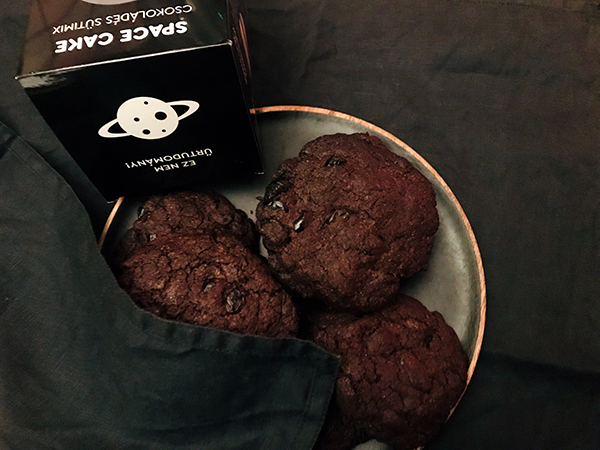 space-cake-fekete-lyuk_11.jpg