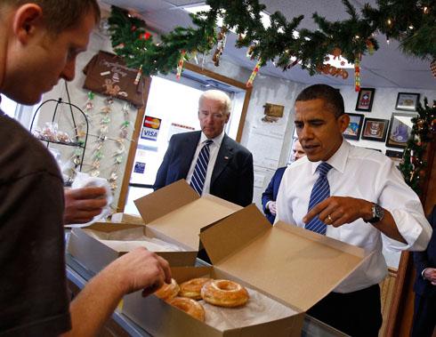 Not-Dieting-Obama-Eating-Doughnuts.jpg