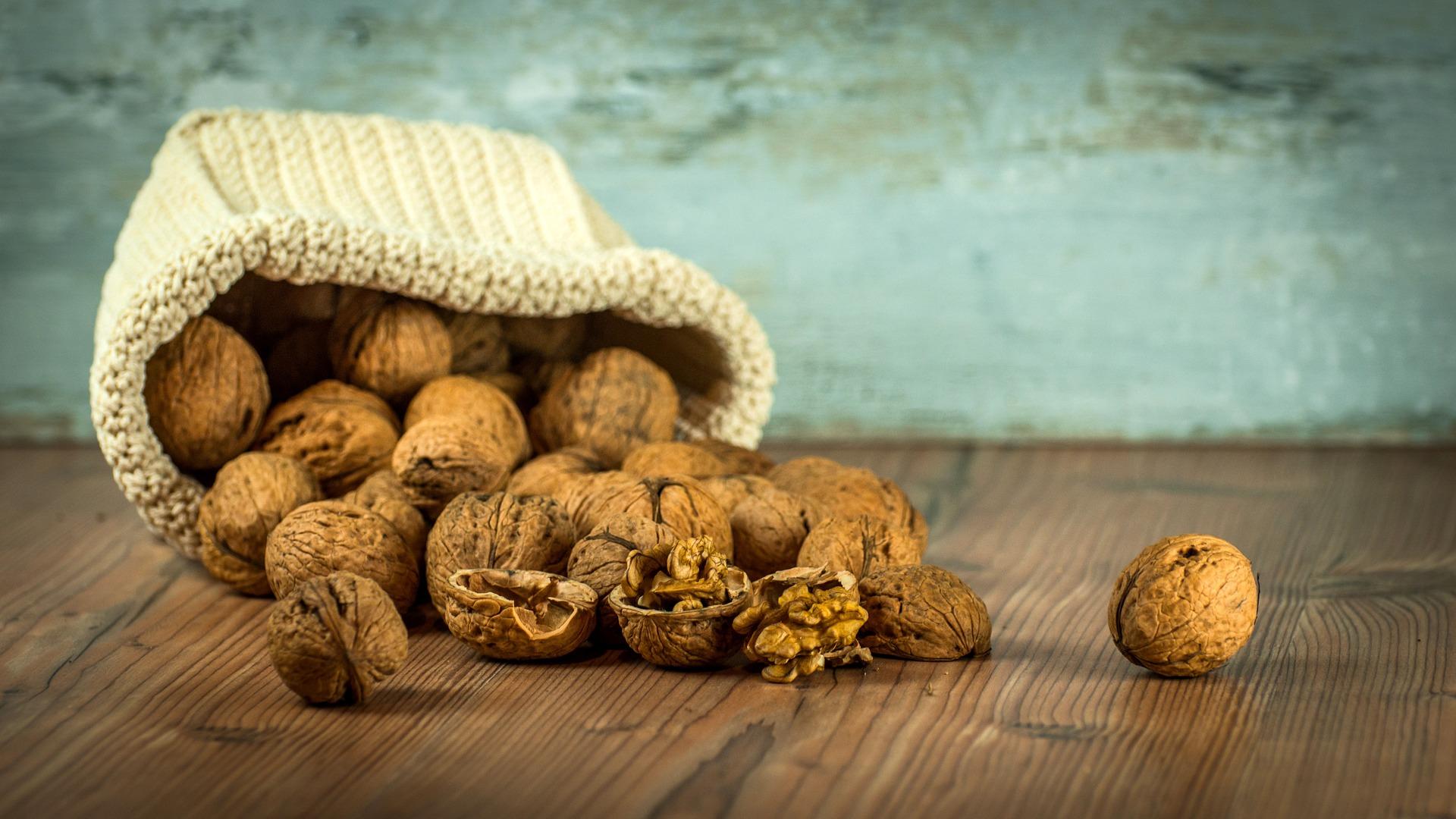 walnuts-1213008_1920.jpg