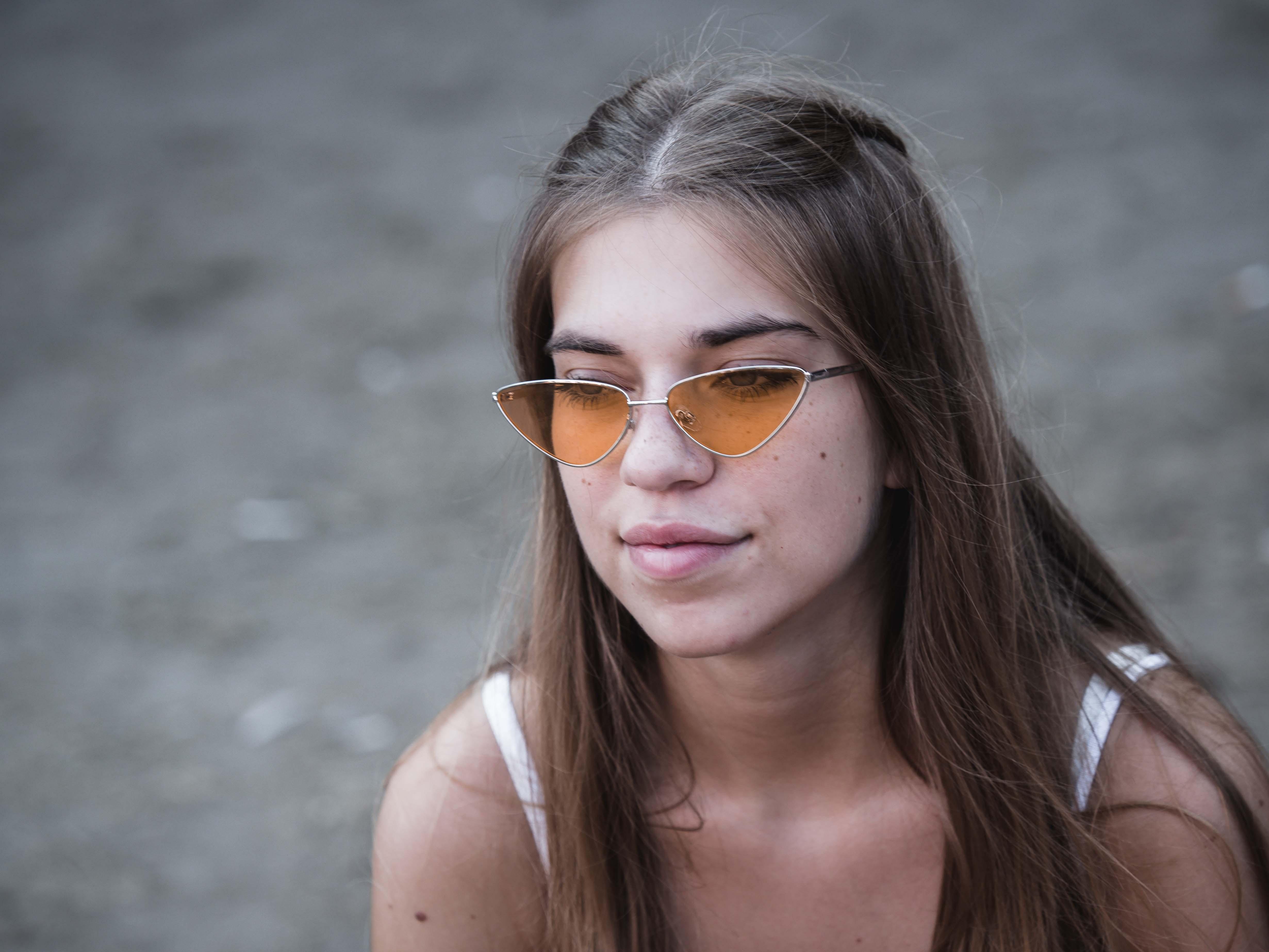 Idén már nem a retro körkeretes szemüveg volt a menő, hanem ezek a húzott formák.