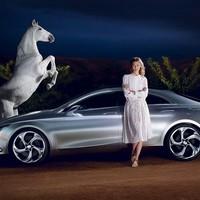 Világhírű topmodell és a költői luxuskupé