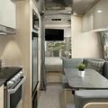 Újabb luxuslakókocsival jött az Airstream