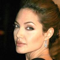 Eladók Angelina Jolie ékszerei