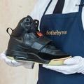 Egymillió dollárt adhatnak Kanye West cipőjéért