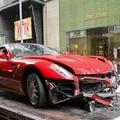 Csúcsbénázás: ékszerüzletben összetörni a Ferrarit