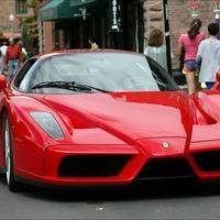 Zaciba a Ferrarival és a gyémántokkal!