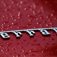 A Ferrari lenyomná a Teslát