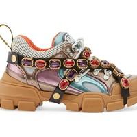 Egészen furcsa cipővel jön a Gucci