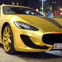 Aranyba és kristályba forgatott Maserati