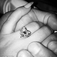 """Lady Gaga """"elképzelhetetlenül drága"""" eljegyzési gyűrűje"""