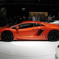 Luxussportautót kapott Kanye West