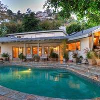 Sandra Bullock megszabadul kaliforniai házától