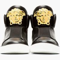 Kellene Versace edzőcipő 260 ezerért?