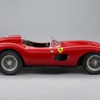 Egy Ferrari lesz Párizs sztárja