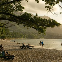 A trópusi Paradicsom, titkos politikai találkák helyszíne