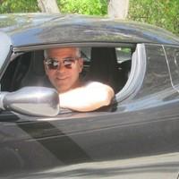 George Clooney elárverezi autóját