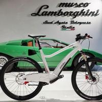 Elképesztő a Lamborghini első e-bringája