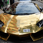 Arany Lamborghini Párizsban