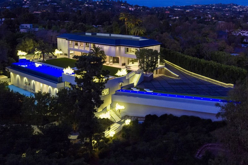 7b1e897537ec Eladták azt a Los Angeles-i házat, amit korábban 150 millió dollárért  hirdettek meg. A vevő, a Detroit Pistons amerikai profi kosárklub  tulajdonosa, ...