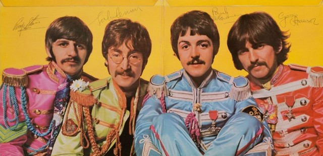 Beatles aláírt Sgt. Peppers.jpg