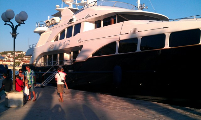 SeaBluez kikötőben 3.jpg