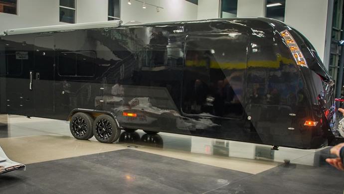 fb8bf901ee A lakókocsi általában kompromisszumot jelent, hiszen minden olyan, mintha…  közben mégsem. A Global Caravan Technologies (GCT) által kifejlesztett és  ...