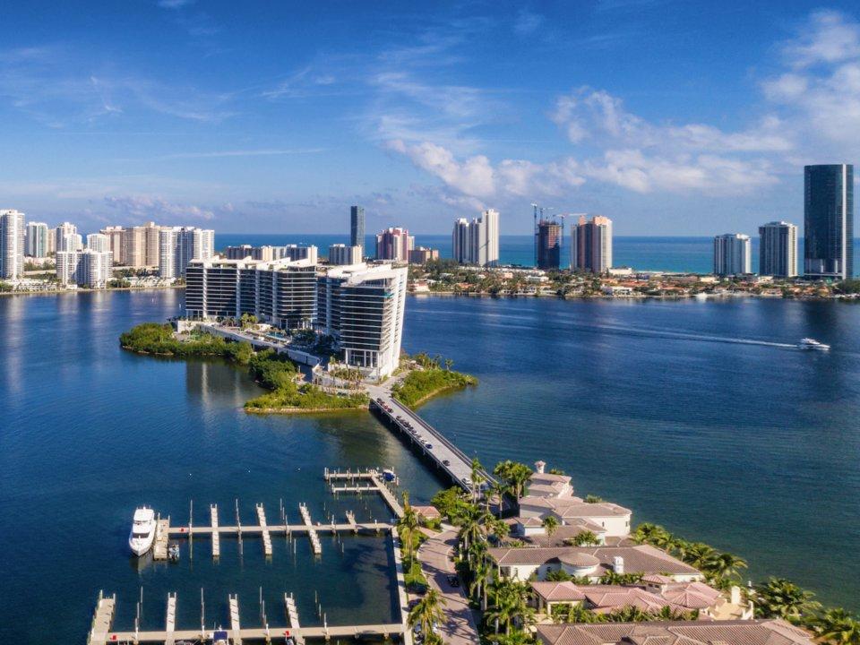 bb9906bbb35b Oázis egy városi környezetben – így jellemezte a szigeten lévő életet az  ingatlanfejlesztő cég vezetője. Michael Neumann szerint belépve az embernek  nincs ...