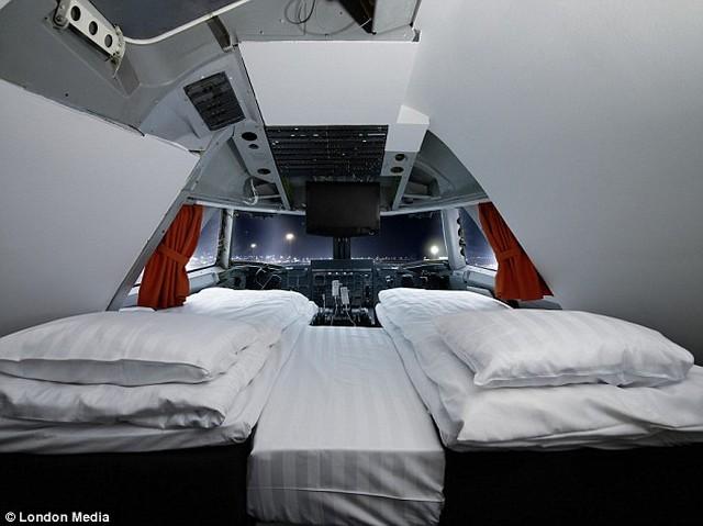pilótafülke szoba.jpg
