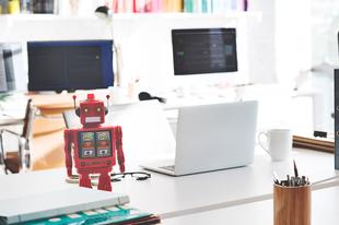 A robotok lassan elveszik a munkánk