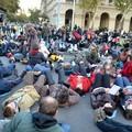 Több százan feküdtek a földre a Kossuth téren