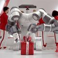 Robot csomagolja a karácsonyi ajándékokat a Media Marktban