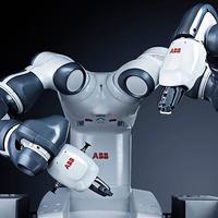 Bemutatták Magyarországon a világ első együttműködő, emberbarát robotját