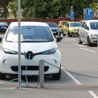 Újabb 100 elektromos gyorstöltőállomás épül